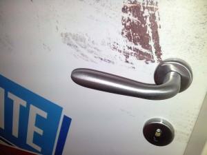 adesivo-porta-particolare-realizzazione