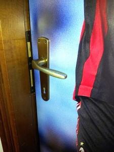 Dettaglio adesivo porta centro scommesse decoro e arredo for Porta quote scommesse